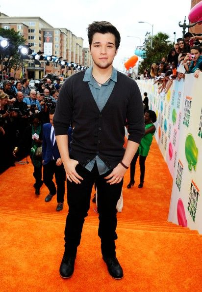 st-at-the-kids-choice-awards-2012-orange-carpet-icarly-30262363-412-594.jpg